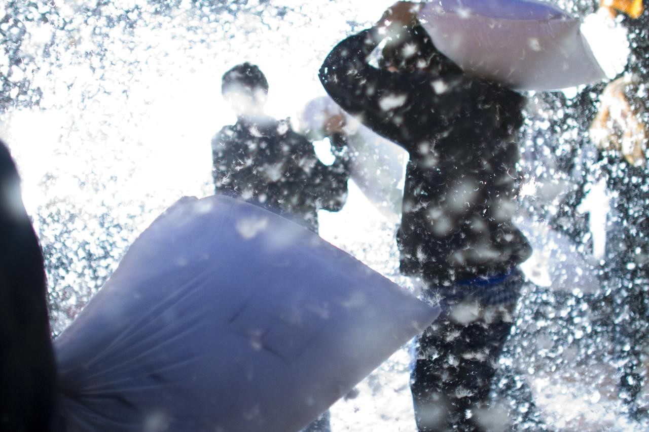 Traditional Pillow Fight : Pillow Fighting is a Sport in Japan POP JAPAN